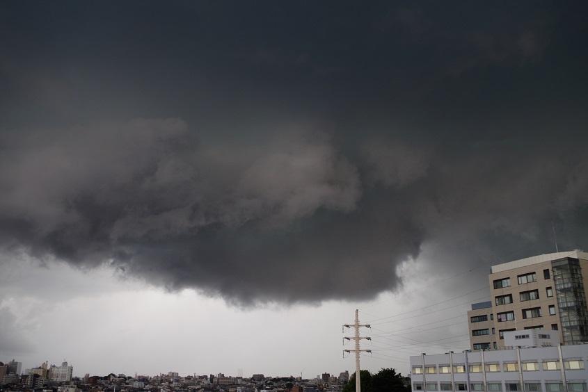 緑色の雲と竜巻の関係?