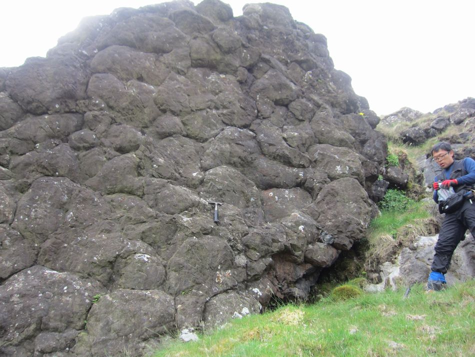 Lough Nafooey pillow lava ナフイー湖枕状溶岩